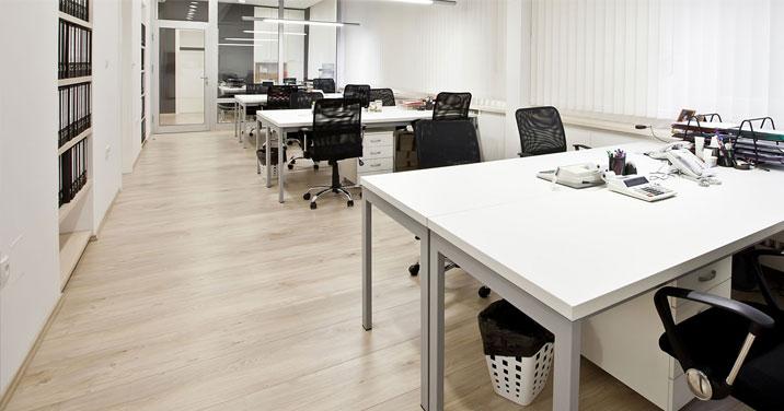 Un immeuble de bureaux propre à Montreal du à un service d'entretien commercial