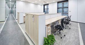 Bureau de Montréal nettoyé par des services d'entretien ménager commercial