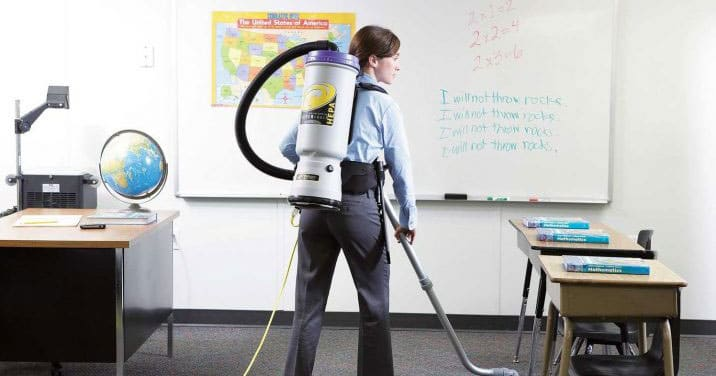Employee carpet cleaning in a Montreal school