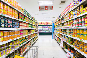 well maintained aisle in a grocery by our cleaning services
